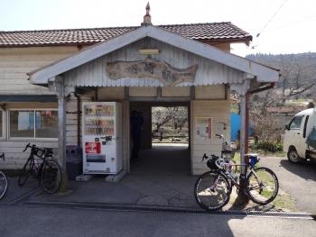 029ヒルクラの前にトイレ休憩、小湊鉄道月崎駅