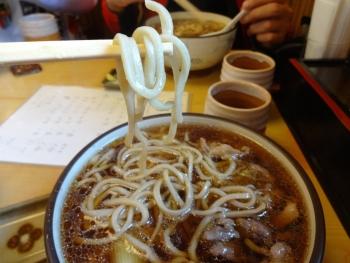 037変わった麺、太麺ですね