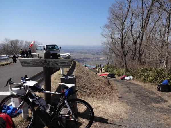 029湯袋峠手前で一旦下山、東筑波ユートピア側から激坂登り、きのこ山から足尾山へ、途中ハンググライダー