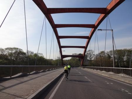 011弁天橋を渡り一般道へ