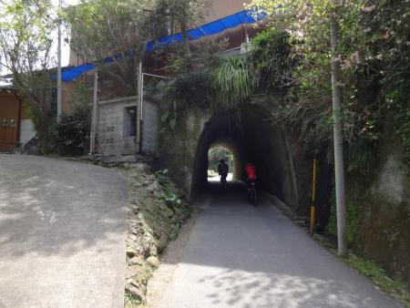 035こんなトンネルを通り