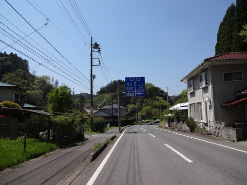 026ここを直進し亀山ダムへ