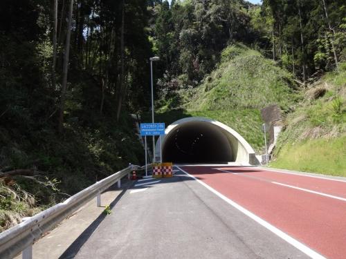 027こんなトンネルや