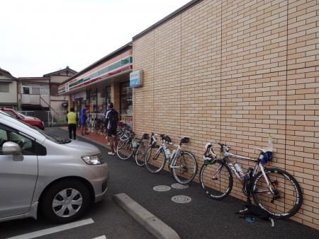 028お店が混んでいたので、すぐに出発し近くのセブン宇都宮西店で休憩