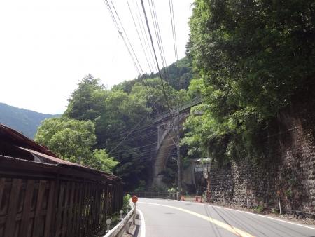 011右手の橋は青梅線です