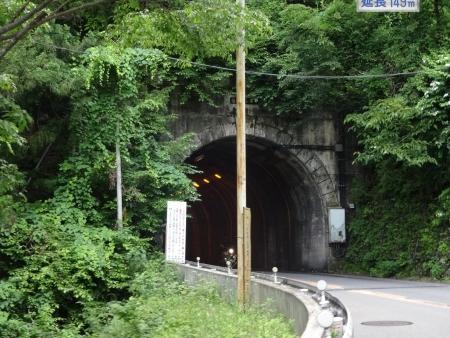 013更にすすみます、こんなトンネルや