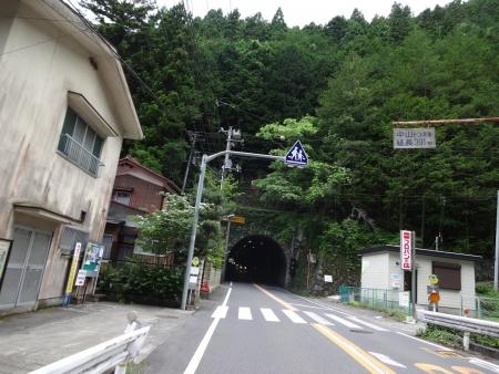 015そしてこんなトンネルを・・・多い