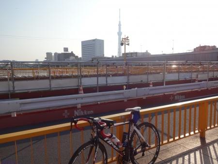 009蔵前橋とスカイツリーとTIME号