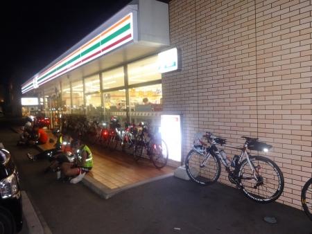 039PC3セブン研究学園駅西店、コーヒーと持参のカロリーメイト19時10分