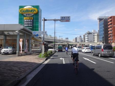 029東神奈川駅前を通過