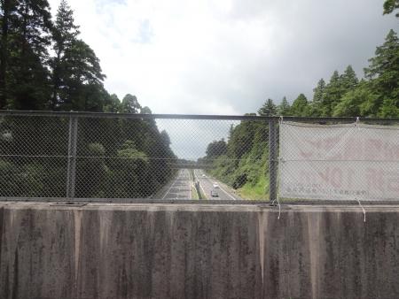 034東関東自動車道を跨ぎます