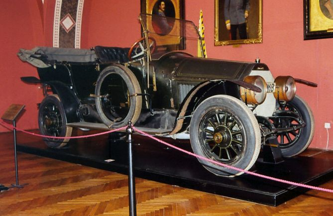 Franz_Ferdinand_Automobile_AB.jpg