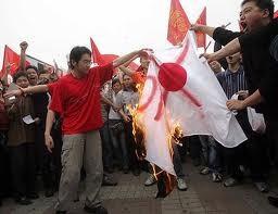 中国のほうは憂さ晴らし官製デモ