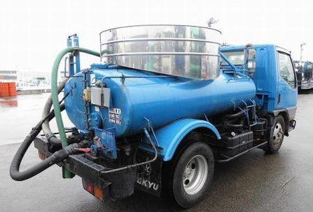 韓国では、食品工場が「糞尿回収車両」を使って食品原料、糖蜜(シロップ)を運搬していたという事件があった