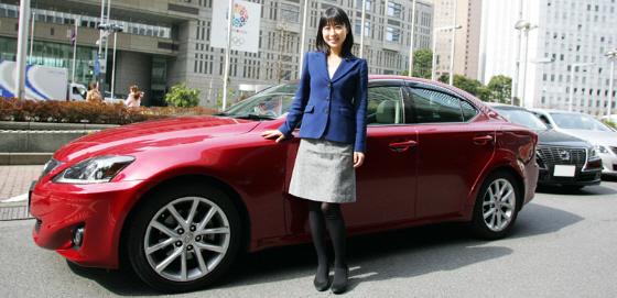 愛車歴はポルシェ・ボクスター前期型986から現在は真っ赤なレクサスISで東京都庁に御出勤