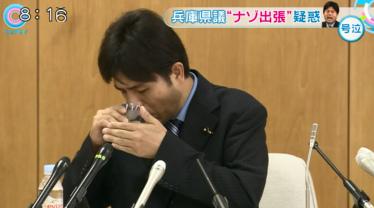 フジテレビ「とくダネ」ナレーション「不自然な体勢で水を飲み始める」・野々村竜太郎の朝鮮飲み