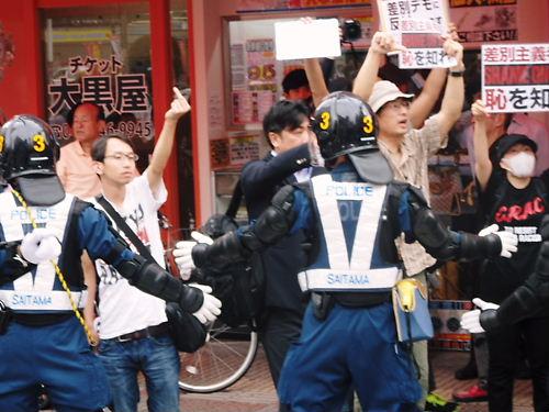 中指立てる移民受け入れ断固反対デモ行進 in 西川口20140713
