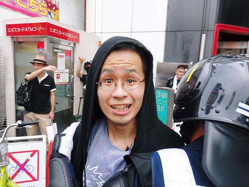 デモが終了した後も、西川口駅までストーカー行為を続けるしばき隊ども。犯罪者の手塚空の姿も。