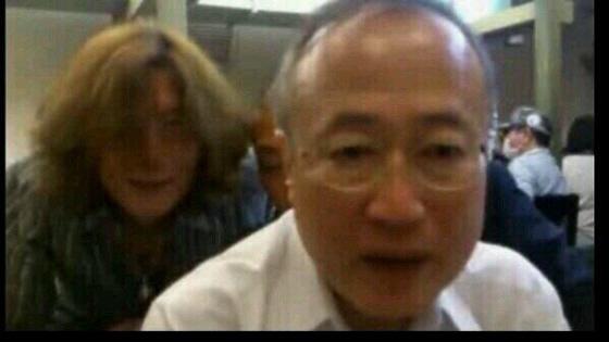 生活保護詐欺師と一緒に酒を飲む民主有田ヨシフ先生