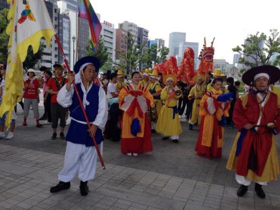 差別反対の大阪パレード。そろそろ出発です。「OSAKA AGAINIST RACISM 仲良くしようぜパレード2014 」