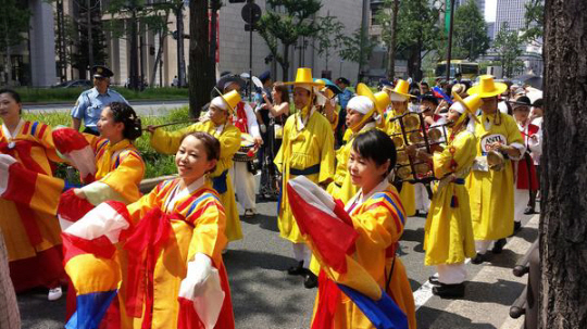 仲良くしようぜパレード2014@大阪。朝鮮王朝楽団も舞う!