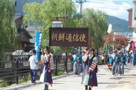 一昨年の祭りで行われた朝鮮通信使行列=平成24年8月、対馬市(同市提供)(写真:産経新聞)