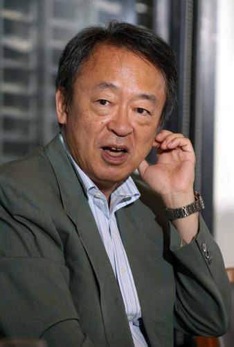 001池上彰さん=東京都千代田区で2014年7月、山本晋撮影