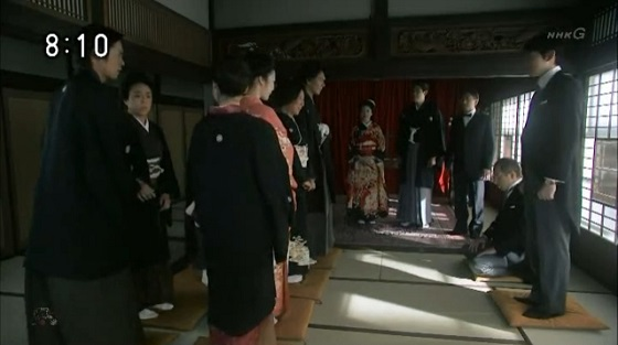 NHKの連続テレビ小説 花子とアンのスタッフが日本人じゃないことが発覚w結婚式の参列者全員が座布団の上に立つw時代考証以前の問題だ