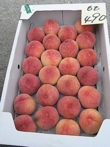 どっさり桃が490円!