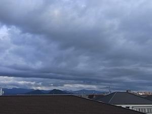 真っ黒な雲