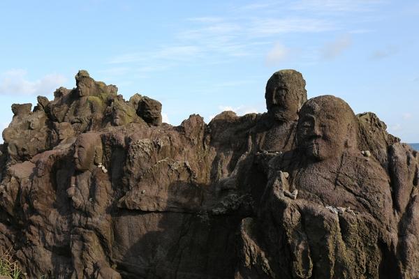 十六羅漢岩。石ちゃんに見える。。。