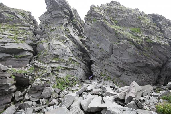 鳥海山。大切通し岩。