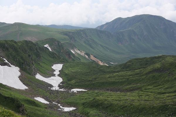 鳥海山。火山活動の浸食谷?
