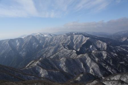 藤原岳から鈴鹿の稜線を望む
