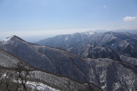 天狗岩から藤原岳、鈴鹿の稜線