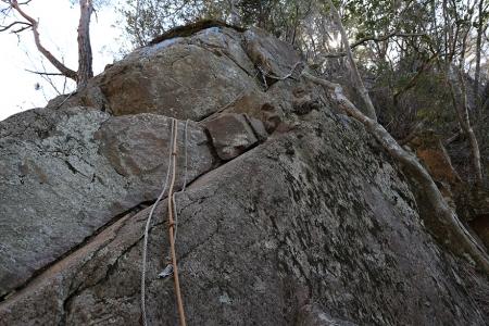 明神から岩古谷山へは急峻な登り