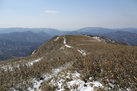 石槫峠へ歩き出す
