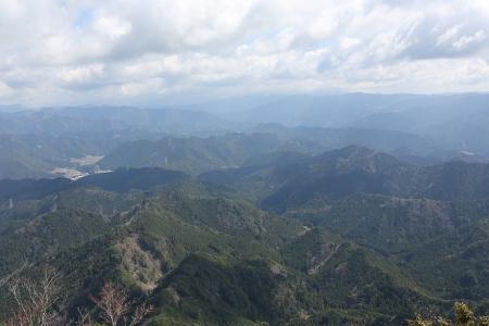 頂上からの展望(東栄町、南ア方面)