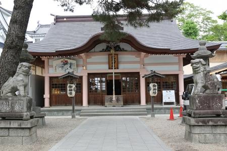 龍城神社。こちらも新しい。