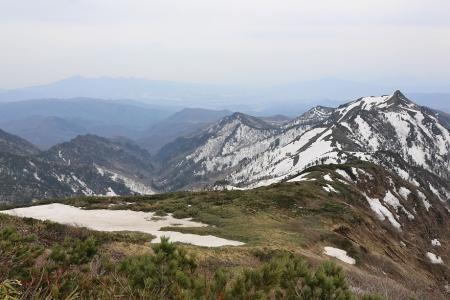 沖武尊から剣ヶ峰を望む