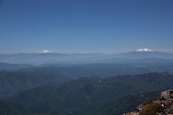 頂上からの景色。御嶽と乗鞍。