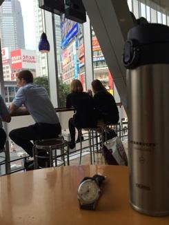 渋谷スクランブル交差点スタバ