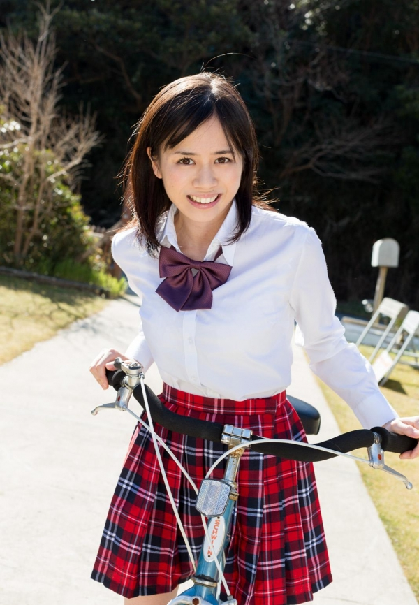 吉川あいみ JKコスプレで巨乳おっぱいを露出するAV女優エロ画像dzz002.jpg