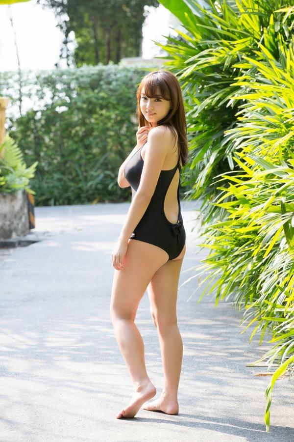 篠崎愛 ぽっちゃりで巨乳おっぱいグラビアアイドル水着エロ画像02.jpg