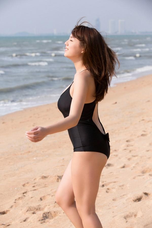 篠崎愛 ぽっちゃりで巨乳おっぱいグラビアアイドル水着エロ画像08.jpg