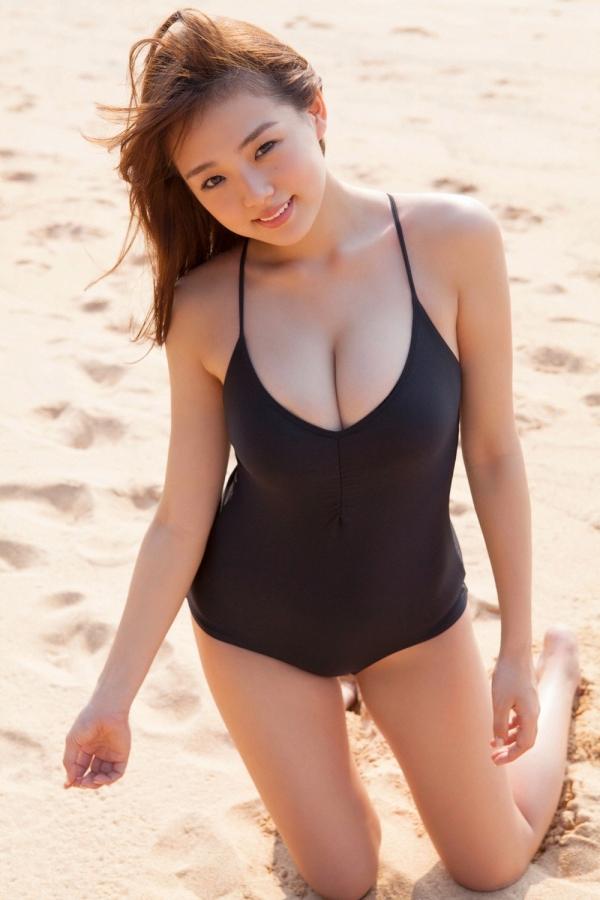 篠崎愛 ぽっちゃりで巨乳おっぱいグラビアアイドル水着エロ画像17.jpg