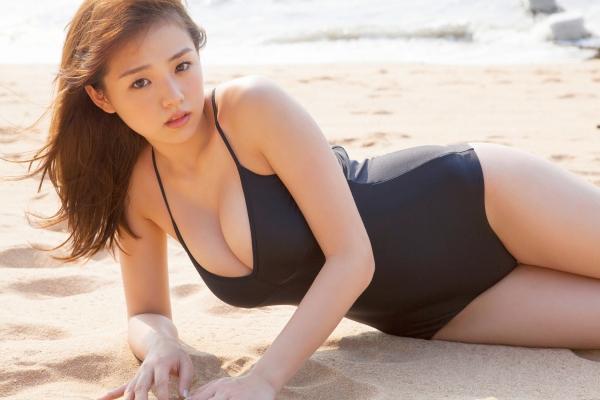 篠崎愛 ぽっちゃりで巨乳おっぱいグラビアアイドル水着エロ画像26.jpg