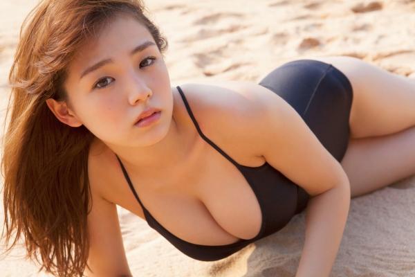 篠崎愛 ぽっちゃりで巨乳おっぱいグラビアアイドル水着エロ画像28.jpg