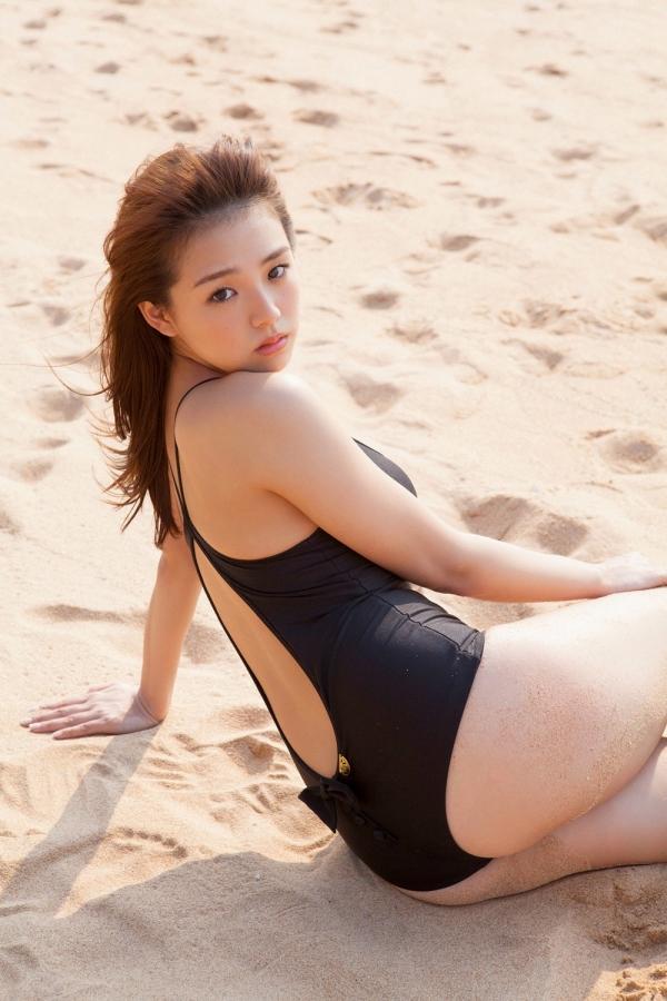 篠崎愛 ぽっちゃりで巨乳おっぱいグラビアアイドル水着エロ画像29.jpg