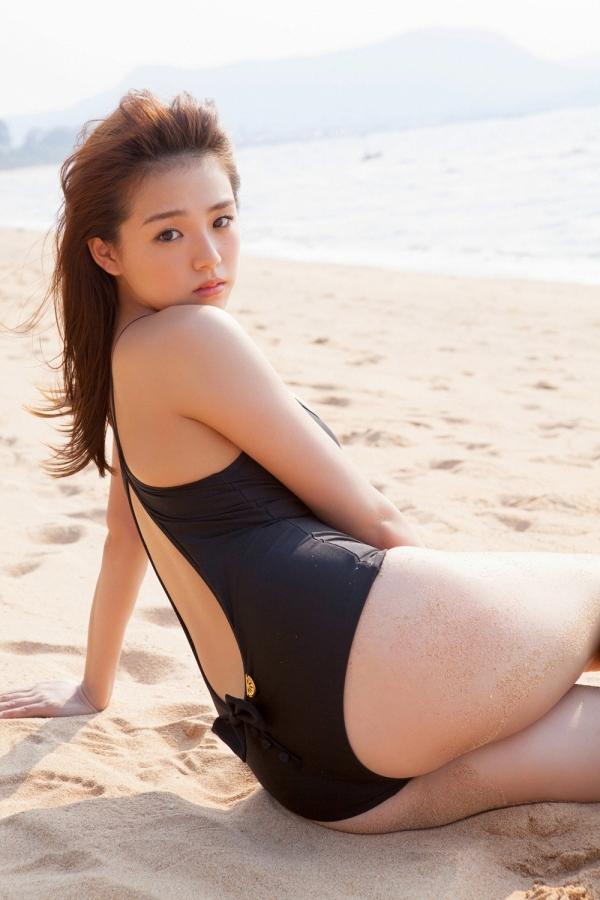 篠崎愛 ぽっちゃりで巨乳おっぱいグラビアアイドル水着エロ画像30.jpg